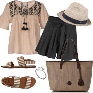 Outfit Colori neutri al mare