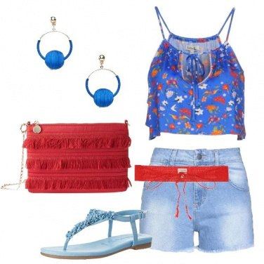Outfit Shorts e top floreale