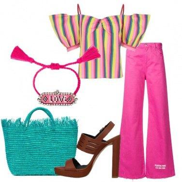 Outfit Blusa rigata e pantalone a vita alta