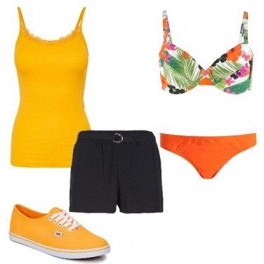 Outfit A mare in giallo e arancio