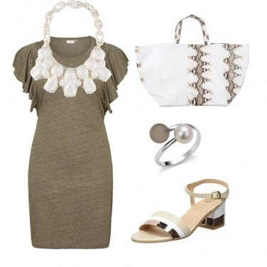 Outfit Collana bianca