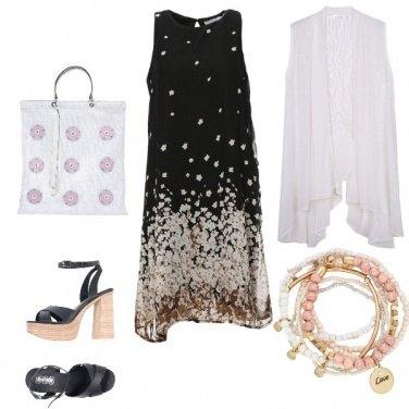 Outfit Vestito floreale e romantico