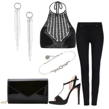Outfit Top a crochet e jeans nero