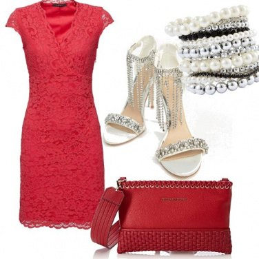 Outfit Pizzo, perle e la grinta del rosso