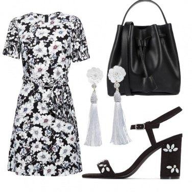 Outfit Fiori in bianco e nero