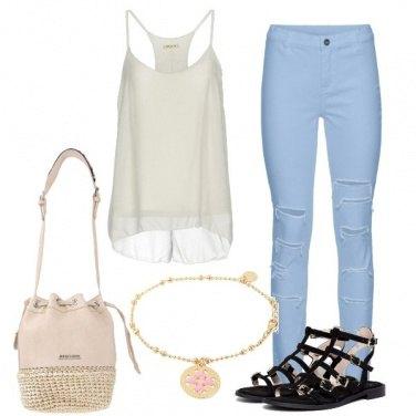 Outfit Celeste e bianco