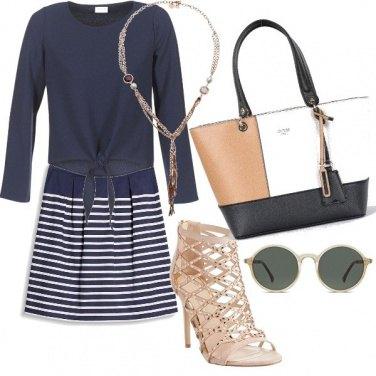 Outfit Chic in blu e cipria