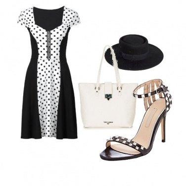 Outfit Il sandalo a scacchi bianco e nero