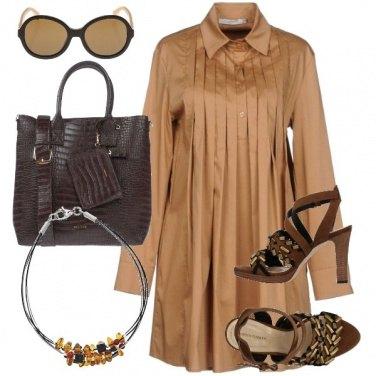 Outfit Chic in tonalità safari