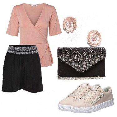 Outfit Nero e rosa con eleganza