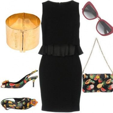 Outfit Tubino nero alla frutta