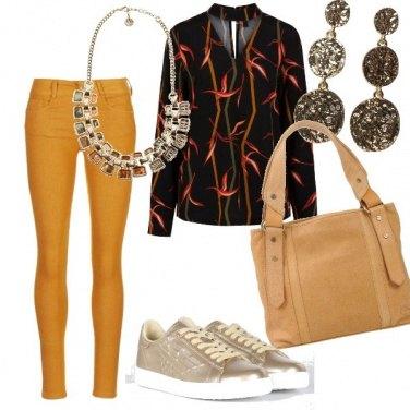 Outfit Sneakers e colori caldi