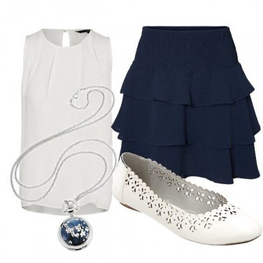 Outfit Classico in bianco e blu
