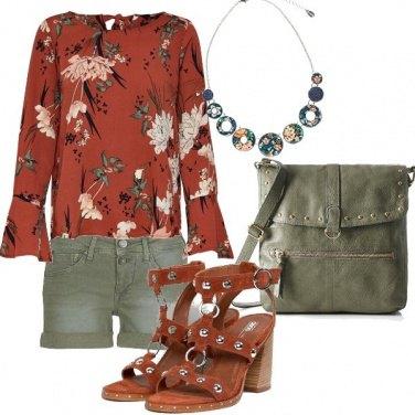 Outfit Blusa e shorts