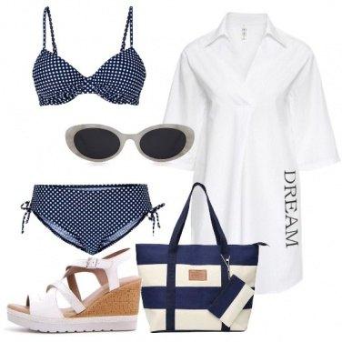 Outfit Bianco e blu al mare