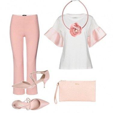 Outfit Invitata romantica
