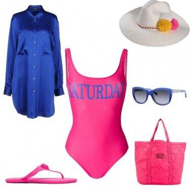 Outfit Blu e rosa in riva al mare