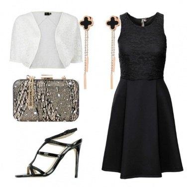 Outfit Vestito nero e bolero in pizzo bianco