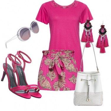 Outfit Short fantasia sul fucsia