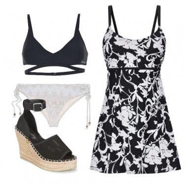 Outfit Bikini in bianco e nero