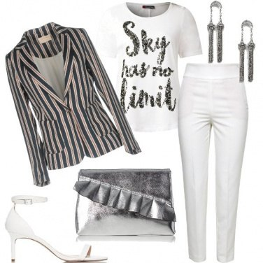 Outfit In bianco e righe trendy