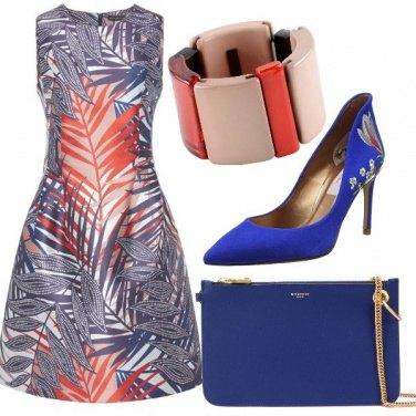 Outfit Blu e corallo