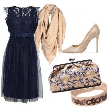 Outfit Blu e beige, classico