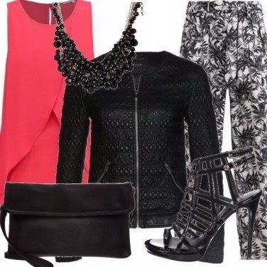 Outfit Corallo e nero: coppia perfetta