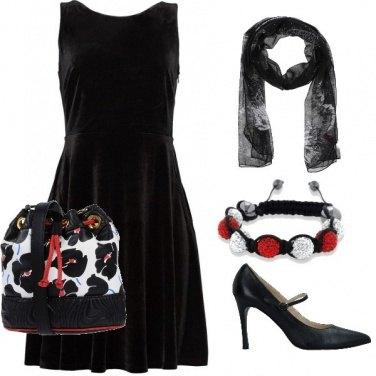 Outfit Secchiello, foulard e tubino nero