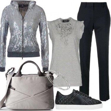 Outfit Casual in grigio e glitter