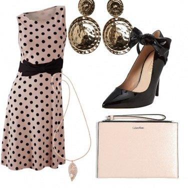 Outfit Bon ton in rosa e nero