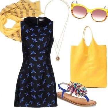 Outfit Giallo e blu, in città d'estate