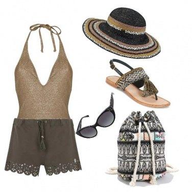Outfit La Spiaggia col secchiello in spalla