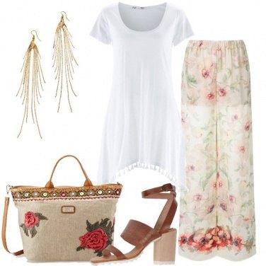 Outfit Pantalone floreale e maglia lunga
