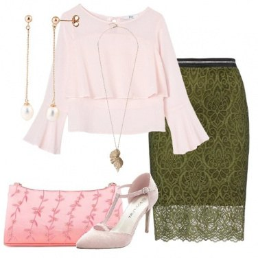 Outfit Gonna in pizzo e blusa con volant