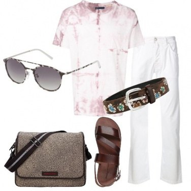 Outfit Chino bianco t-shirt con stampa tie-dye