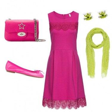Outfit Verde ranocchia rosa fucsia trendy