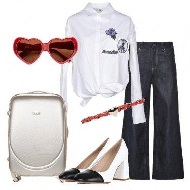 Outfit Jeans e camicia per il viaggio