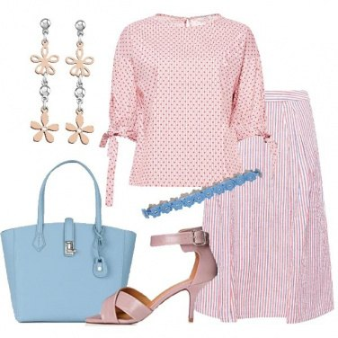 Outfit Gonna a campana e blusa