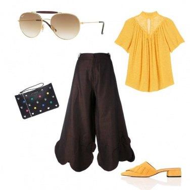 Outfit Pantaloni cropped e blusa