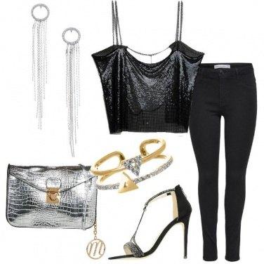 Outfit Top in maglia metallica e jeans slim fit