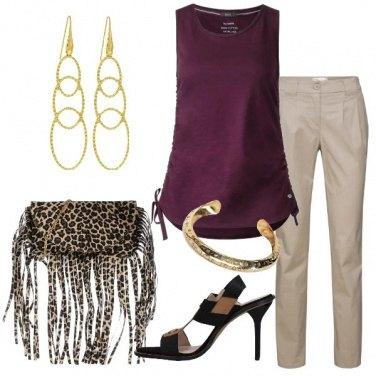 Outfit Blusa con laccetti e pantalone sabbia