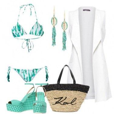 Outfit Verde e bianco in spiaggia