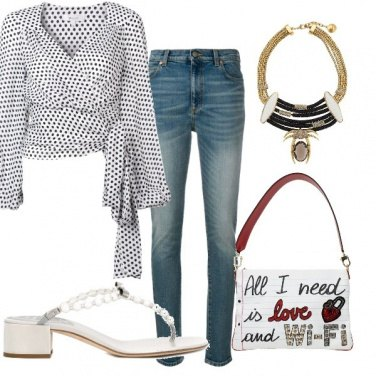 Outfit All I need is love