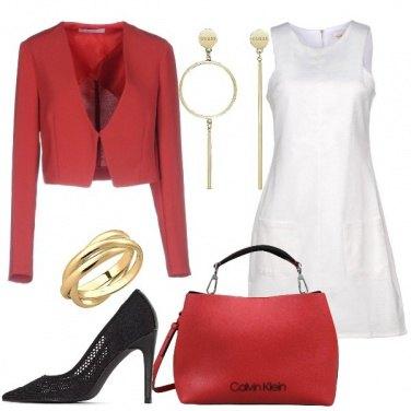 Outfit Vestito bianco e giacca rossa