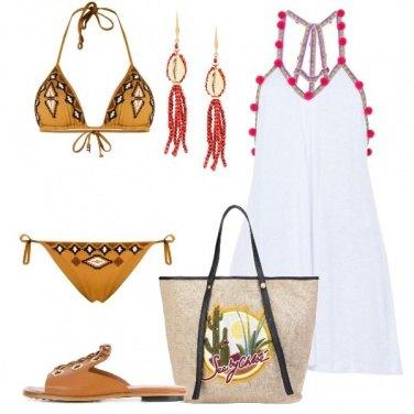 Outfit Copricostume bianco con pompom