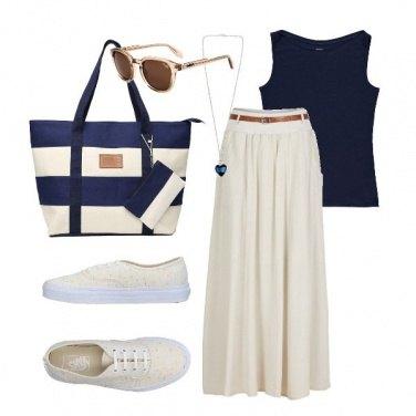 Outfit Sportiva in panna e blu