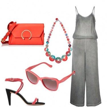 Outfit Grigio e corallo
