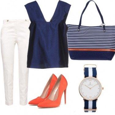 Outfit Bianco, blu e arancione
