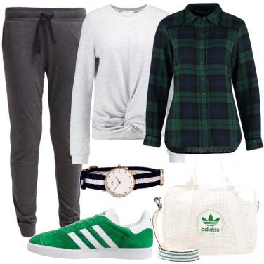 Outfit In verde e grigio